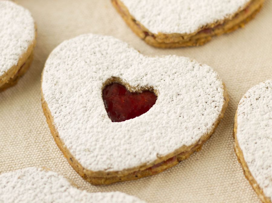 Raspberry Almond Linzer Cookies | Culinary Hill