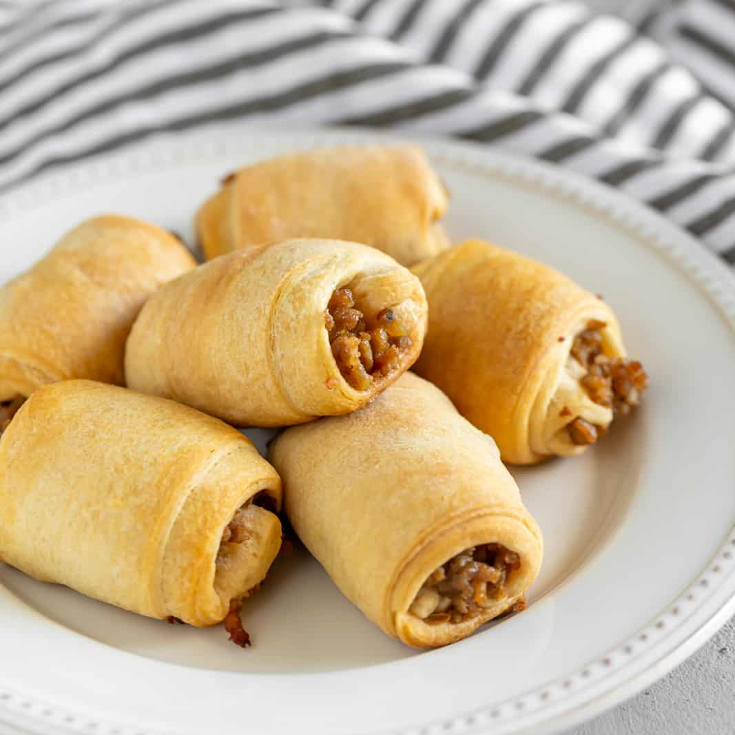 Need a brilliant appetizer, a satisfying lunch, or something to serve on Game Day? 2-Ingredient Italian Sausage Rolls are guaranteed to be a hit. Made with only two simple ingredients: your favorite Italian sausage, (mild or spicy) and frozen bread dough. Yep, that's it!