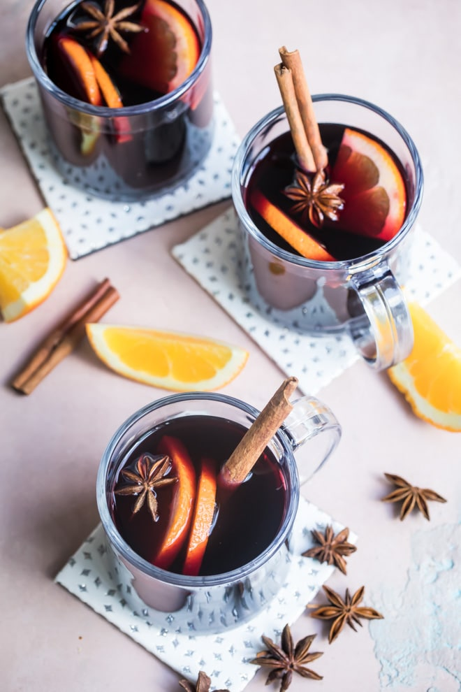 An overhead shot of mulled wine in clear mugs.