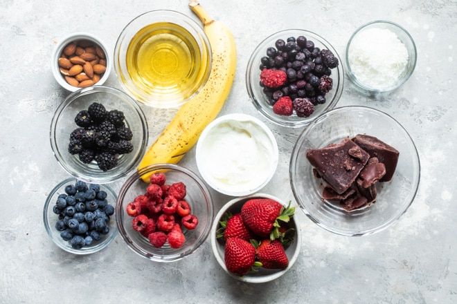 Feeling like a spa day? This easy Acai Bowl is here to the rescue. Loaded up with your choice of good-for-you toppings, this gorgeous superfood smoothie is also a quick, easy, and beautiful way to start the morning.