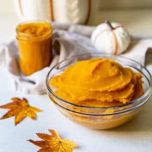 Fresh pumpkin puree in a bowl.