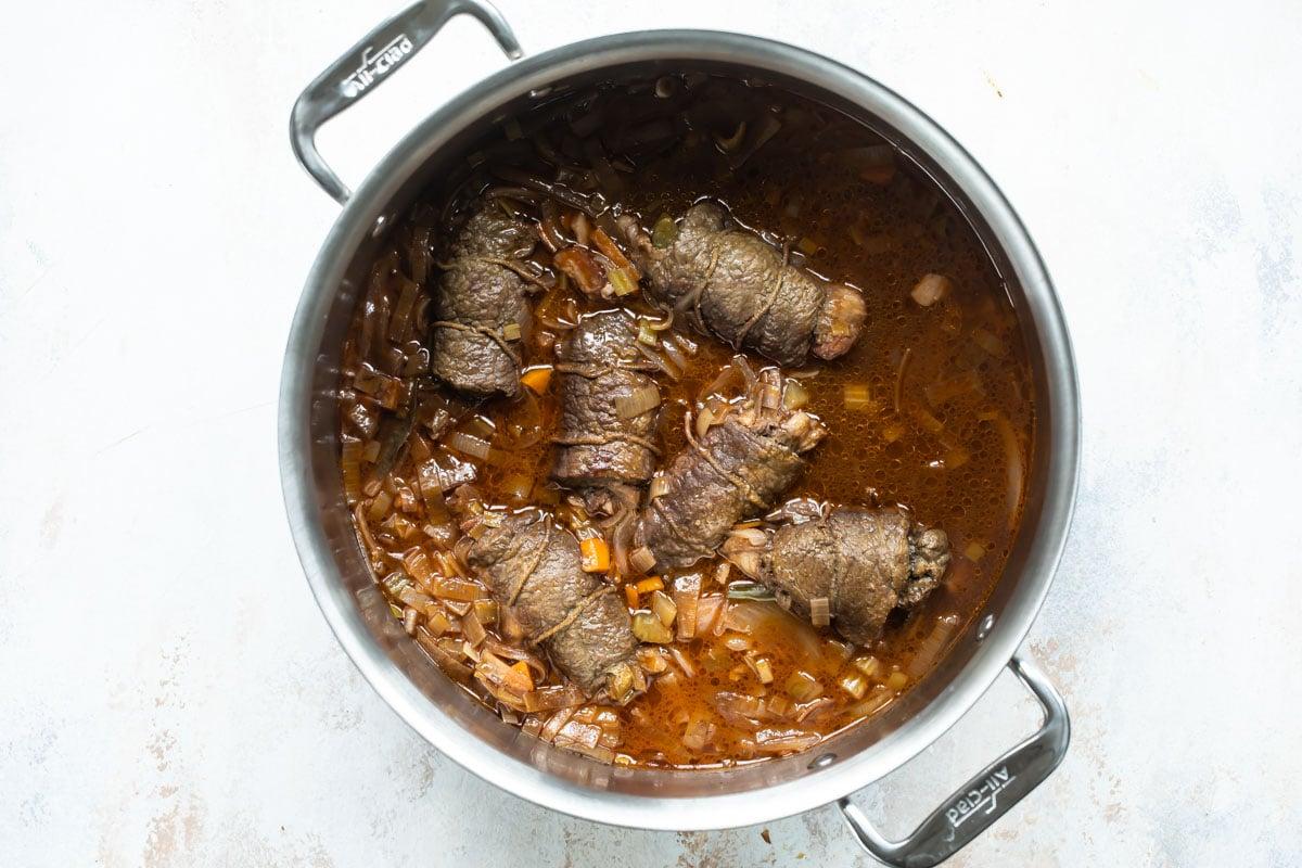 Rouladen in a saucepan.