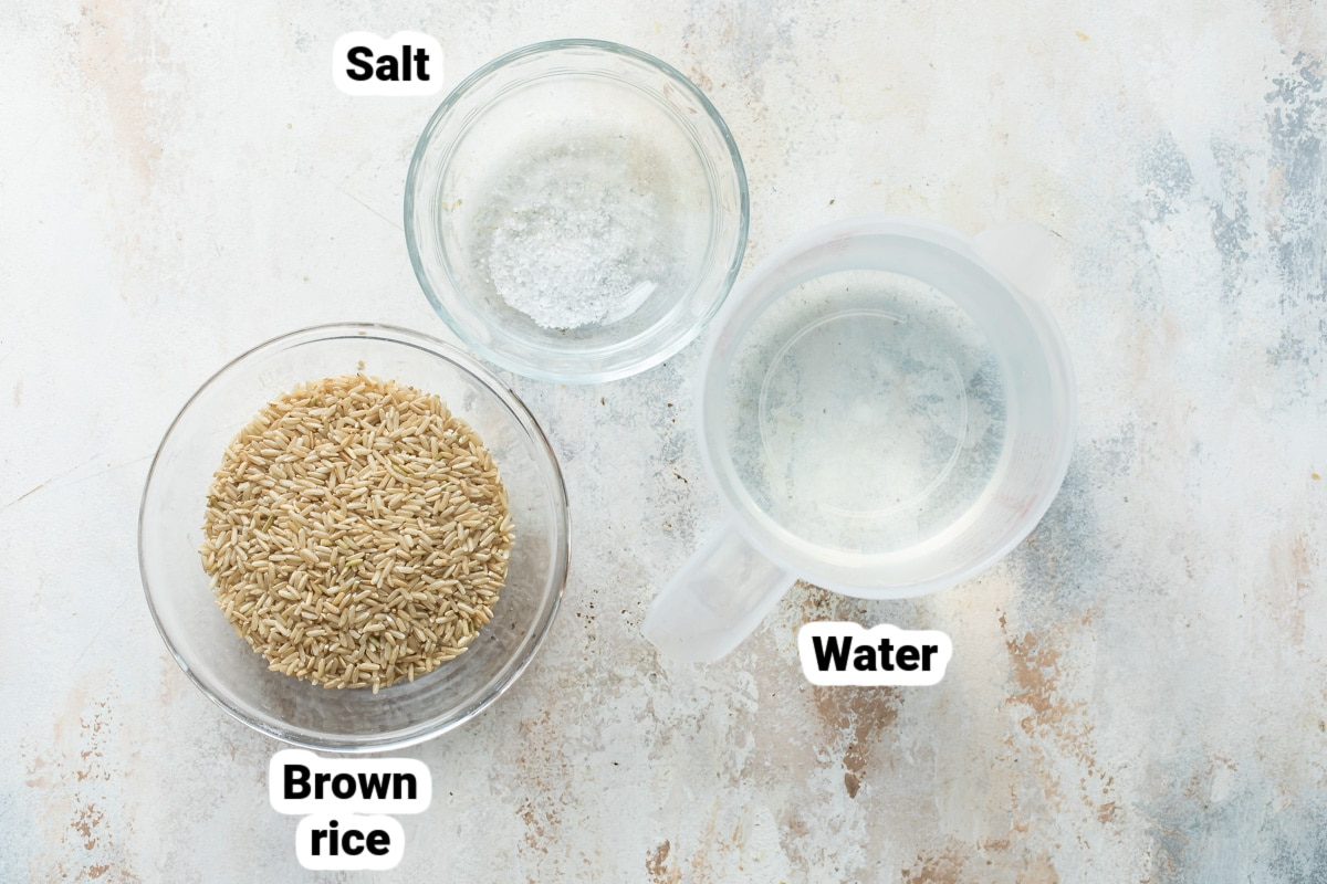 Labeled ingredients for how to cook brown rice.