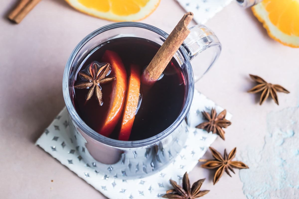 Mulled wine in clear mugs.